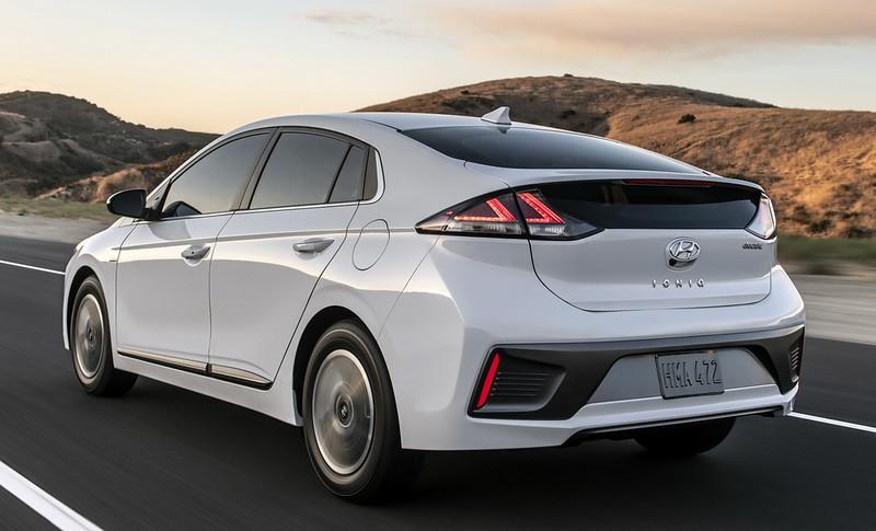 2020-Hyundai-Ioniq-Facelift-02
