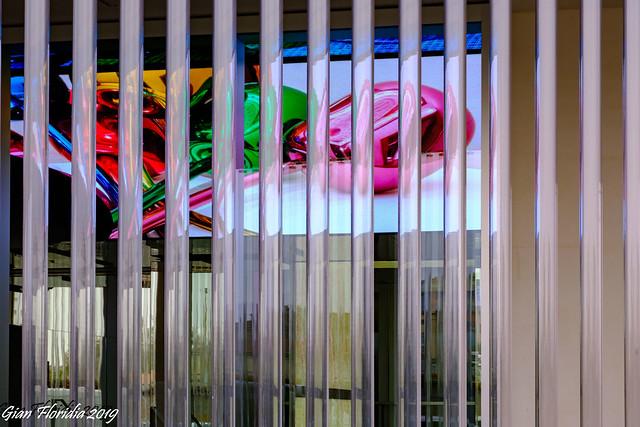 Milano, Fondazione Prada: giocando coi colori e i riflessi