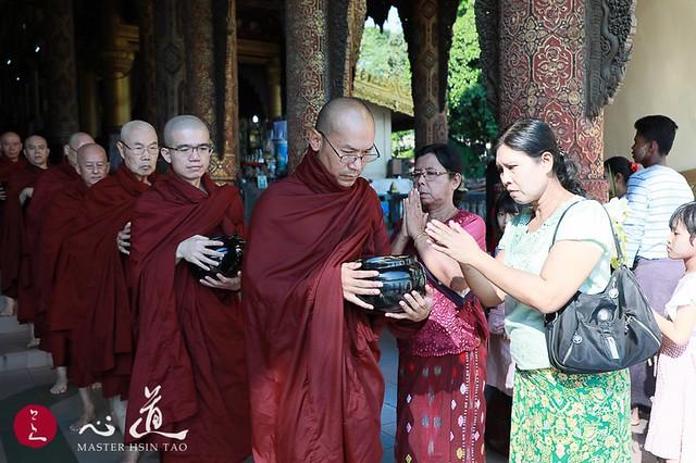 20191122緬甸短期出家-以托缽與眾生結緣