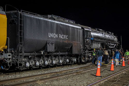 kansas ks coffeyville unionpacificrailroad unionpacific union pacific up railroad railway rail bigboy 4014 steam engine locomotive train crew track railyard yard crossing people night
