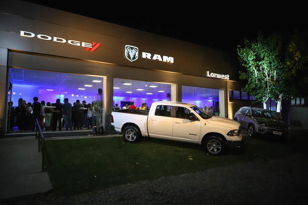 2019-11-21 PRENSA: Acto de Inauguración del Primer Concesionario Oficial de  Jeep,  Chrysler y Ram en la Provincia