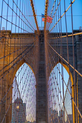travel d850 nikon nikkor usa new york big apple brooklyn bridge united states america city scape arches flag stars stripes frame morning light sunrise glow historic architecture 70200mm field view shallow down town manhattan east river september 2019 digital camera dslr flickr steel shadows