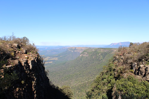 mpumalanga southafrica south africa pinnacle rock pinnaclerock rocks mountains mountain cliff cliffs green grass greenery view views landscape landscapes nature naturalworld outdoors travel travelling