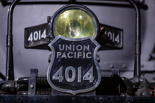 pacific ks union kansas unionpacific coffeyville unionpacificrailroad railroad light up night yard train engine rail railway steam locomotive headlight railyard 4014 bigboy shield