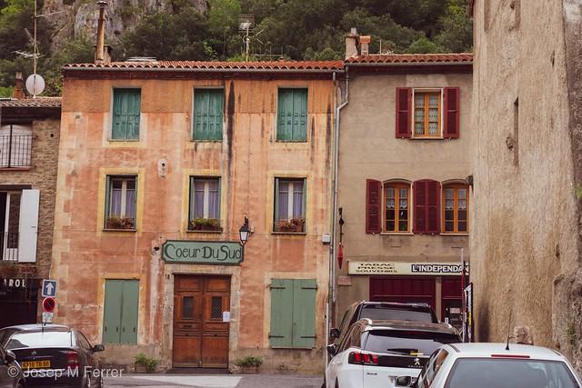 En un pueblecito francés, In a French village,
