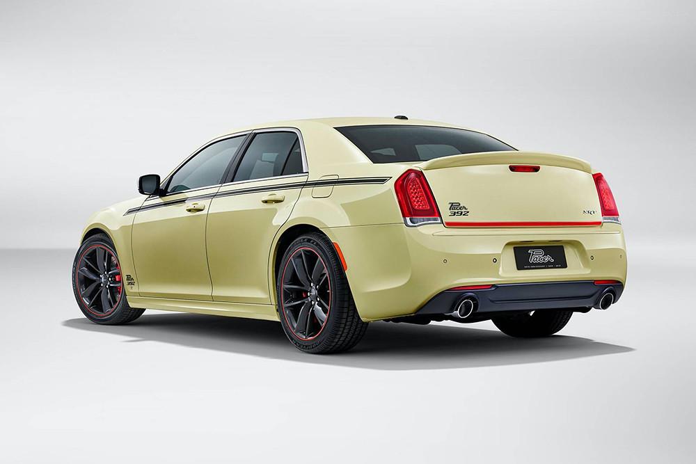 Chrysler-300-SRT-Pacer-one-off-1