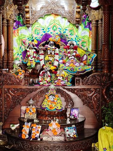 ISKCON Bhubaneswar Deity Darshan 21 Nov 2019