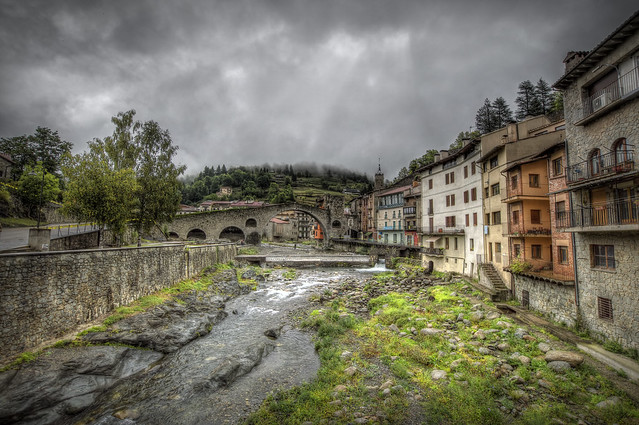 """... """"Nadie pudo saltar los puentes que nos conducían al sueño y del sueño a nuestros sueños y de nuestros sueños a la eternidad."""" ― Paul Eluard  ---"""