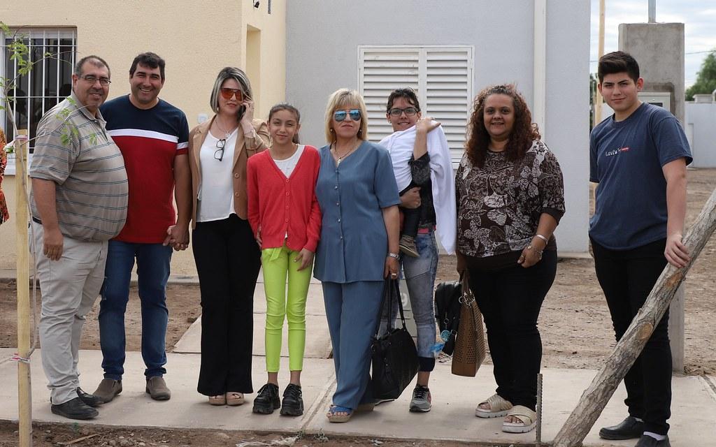 2019-11-22 PRENSA: Uñac entrego en Chimbas un nuevo barrio de 39 Viviendas