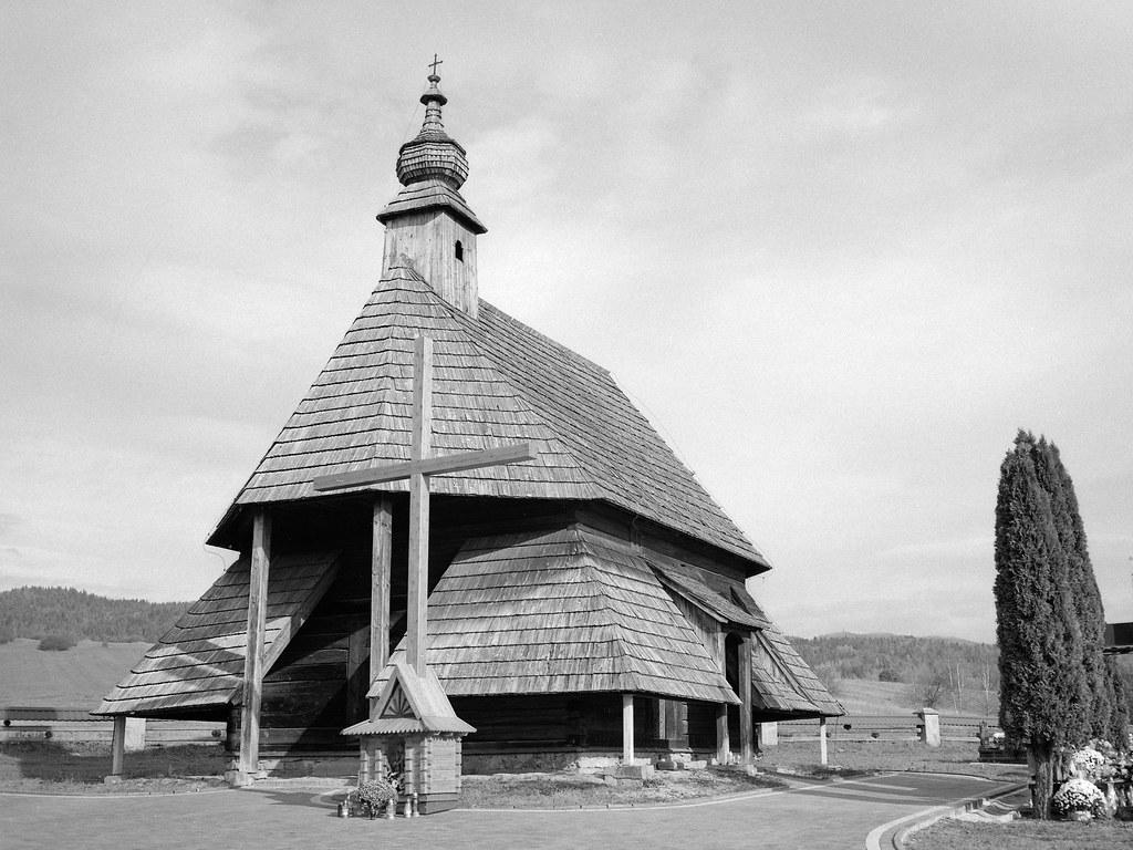 Kaplica na cmentarzu w Maniowach