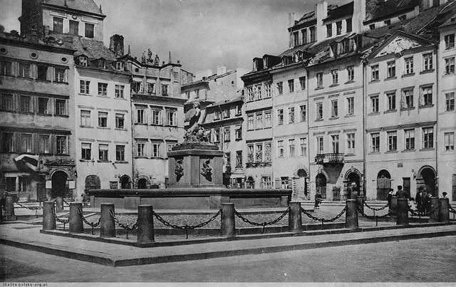 Rynek Starego Miasta w Warszawie. Fot. Szalay ok 1920-25 (polska-org.pl