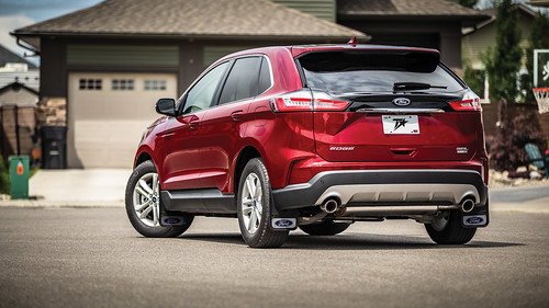 Red Ford Edge Photo