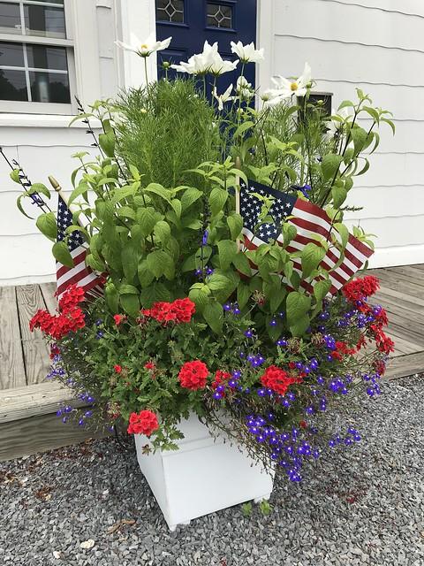 Flower planter w Flags IMG_0036 - JU