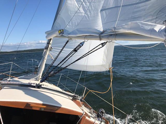 Sailing with mainsail and jib in view IMG_2203 - JU