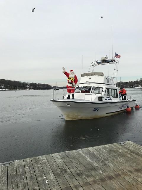 Santa Waving - approaching dock IMG_0862 - JU