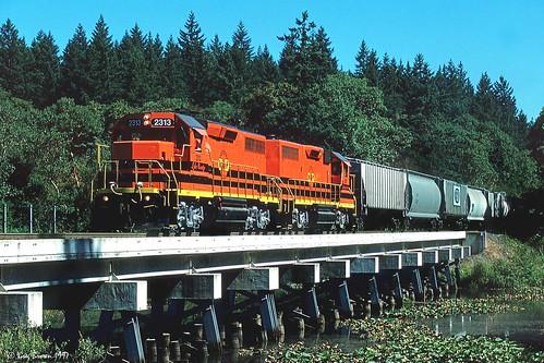 tonquin oregon portlandwestern pnwr emd freighttrain trains railroads willamettevalley locomotive gp392 bridge oregonelectric oe