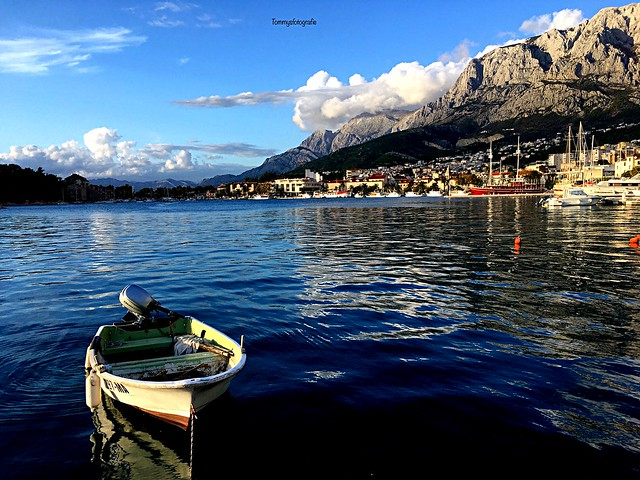 Harbour of Makarska with the Biokovo mountains behind.