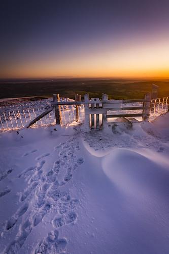 wales clwyd hills gate fence snow wielkabrytania winter cymru uk unitedkingdom lukaszlukomski landscape sunrise flintshire nikond7200 sigma1020