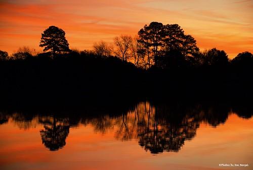 redmillagain lewes lsd lowerslowerdelaware lewesde delaware de darkness morning silhouette silhouettes reflection reflections pond redmillpond sussexcounty morninglight goodmorning watchingthesunrise sunrise beautifulmorning water