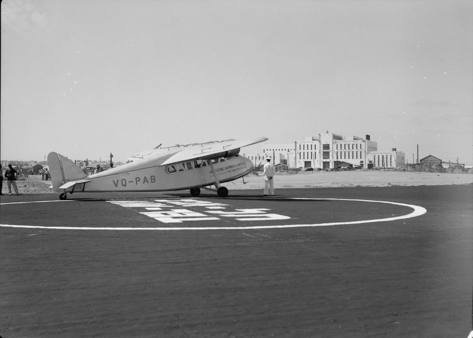 09. Самолет «Палестинские авиалинии» готов к первому вылету с нового аэродрома