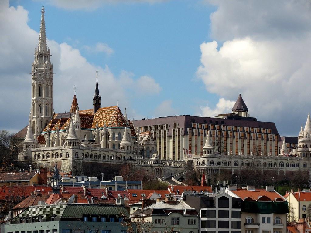 2560px-Fisherman's_Bastion,_Matthias_Church,_Hilton_Budapest,_2013_Budapest_(13)_(12821989895)
