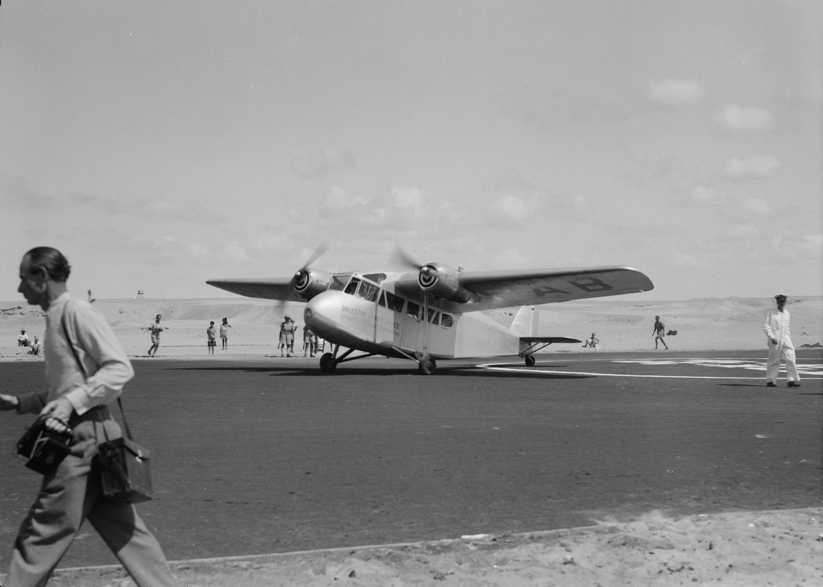 07. Самолет рулит, чтобы занять позицию для взлёта