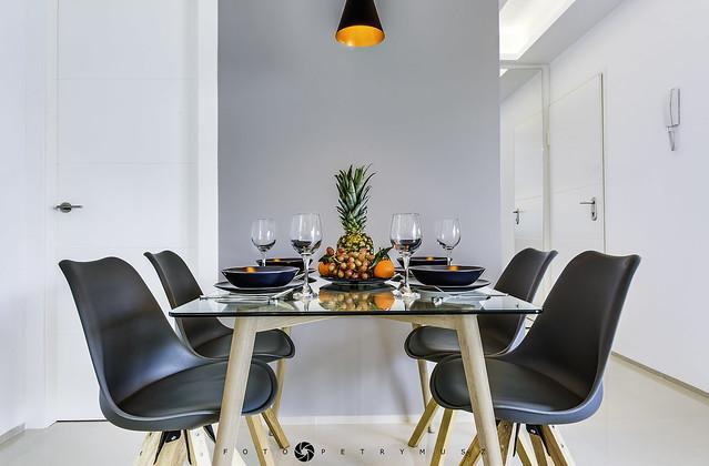 Stół w jadalni - Apartament na Costa Blanca