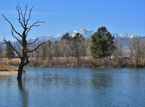 kettlelakes janeelizabethlazarz walkingcolorado nikon p900 nikonp900 coloradosprings colorado janelazarz breathtakingcolorado blue mountains sky clouds lake trails hiking walking landscape reflection pikespeak snagtree tree