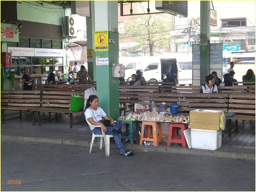 asia seasia asean thailand thai ราชอาณาจักรไทย saraburi bus station people person vendor sign 2019 color colour cameraphone decade2010 canadagood