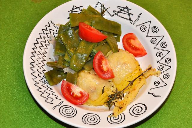 Mit Appenzeller Käse überbackene Kartoffeln schmecken zusammen mit Knoblauchbohnen und Tomaten wunderbar ... Foto: Brigitte Stolle
