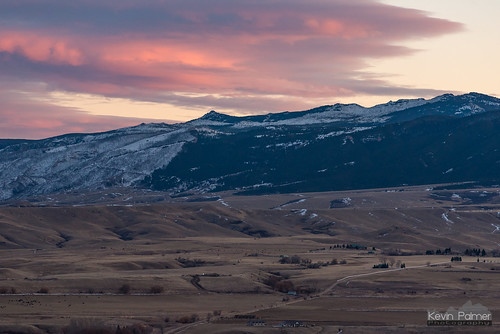 wyoming sheridan november fall autumn evening nikond750 nikon180mmf28 telephoto sunset pink orange cloud colorful bighornmountains snow scenic view hills beckton