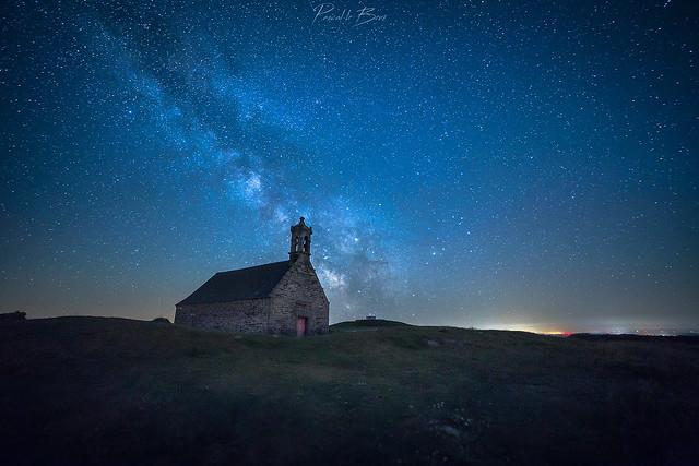 Une nuit au mont Saint-Michel de Brasparts.