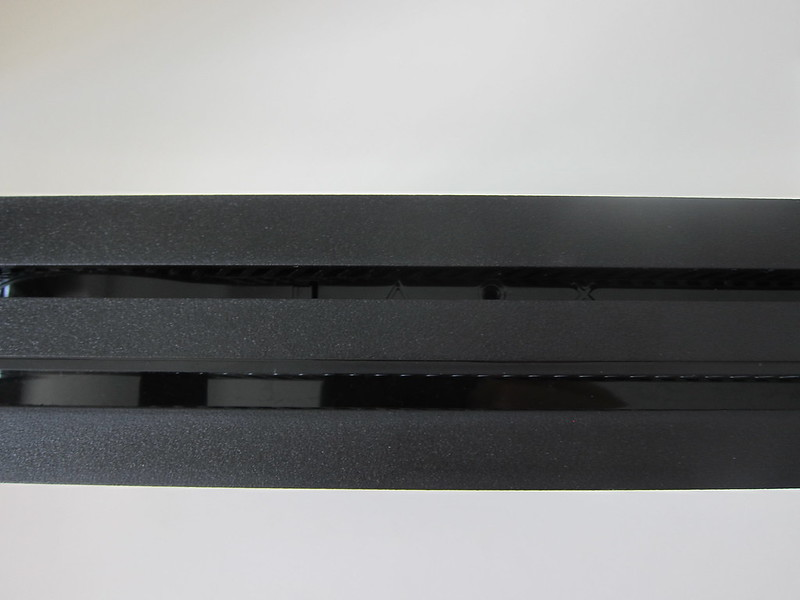 Sony PS4 Pro - Mount Hole