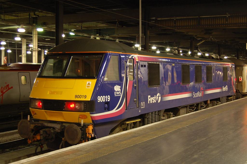90019 Euston Station 13 11 2006 by ChrisDPom