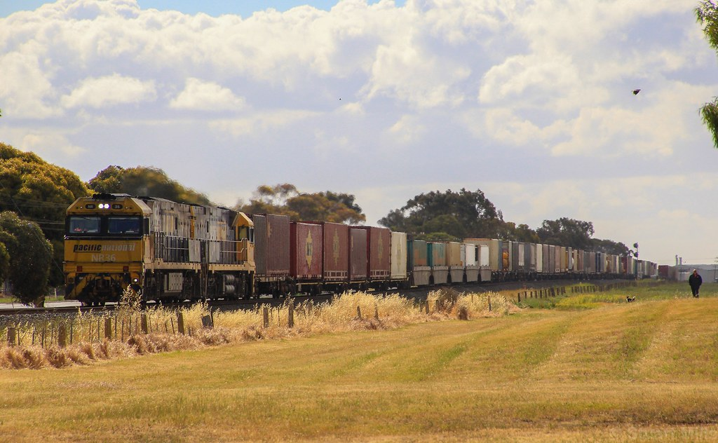 NR36 and NR51 waste no time in hauling PM6 into Horsham by bukk05