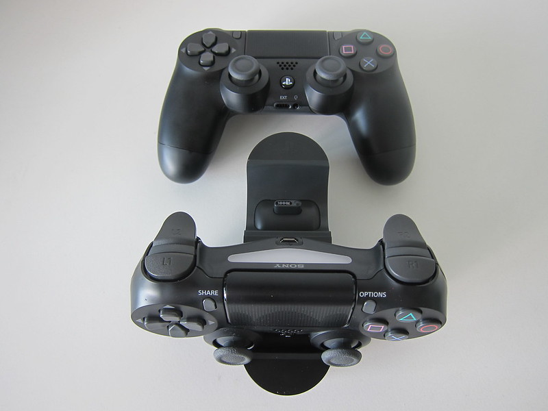 Sony DualShock 4 Charging Station - With DualShock 4 Controllers