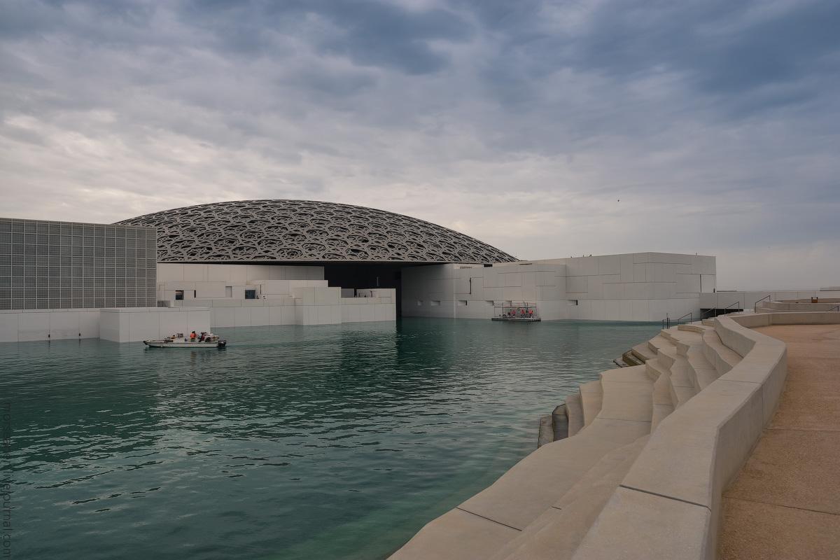 АБУ-ДАБИ: БУДНИ И ПРАЗДНИКИ НЕФТЯНОЙ АРХИТЕКТУРЫ Louvre-Abu-Dhabi-(35)