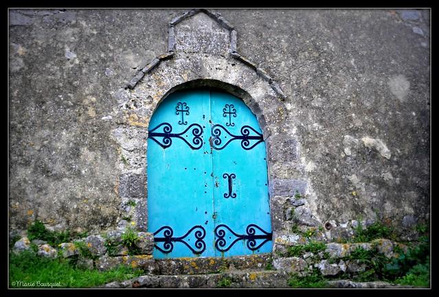 Porte de l'église de Périllos le village abandonné