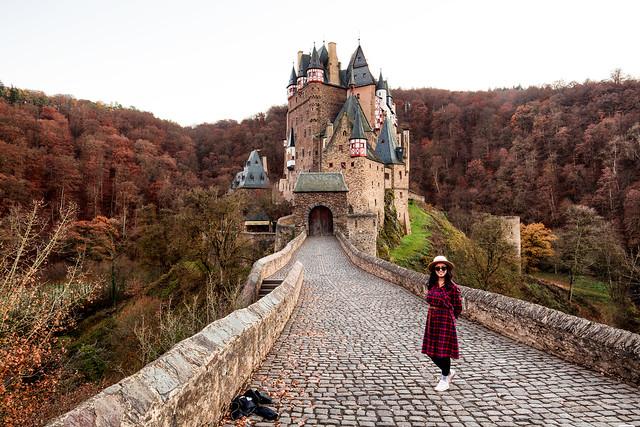 A girl in autumn / Burg Eltz / Germany