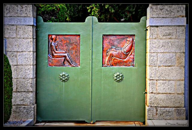 Portail du cimetière de Thuir