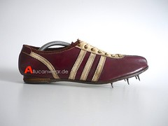 VINTAGE ADIDAS UNIVERSAL TRACK SHOES / SPRINTER SPIKES / RUNNING SPORT SHOES