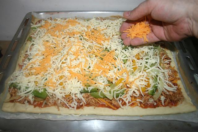 50 - Restlichen Käse aufstreuen / Add more cheese