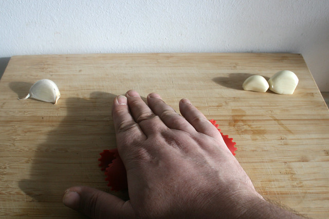 15 - Knoblauch schälen / Peel garlic