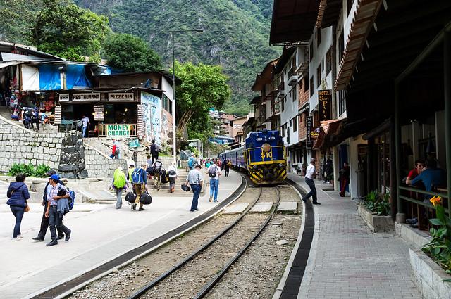 traveling peru train