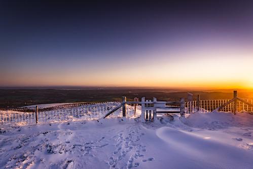 wales snow autumn sunrise moelfamau clwyd hills mountains walia cymru uk unitedkingdom greatbritain lukaszlukomski nikond7200 sigma1020