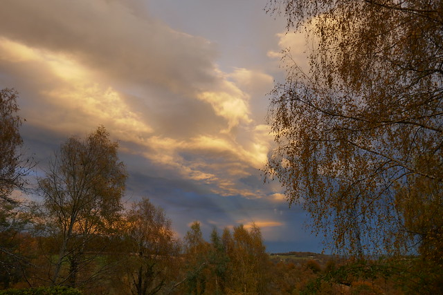 Drame céleste un soir de novembre, Bosdarros, Béarn, Pyrénées Atlantiques, Nouvelle-Aquitaine, France.