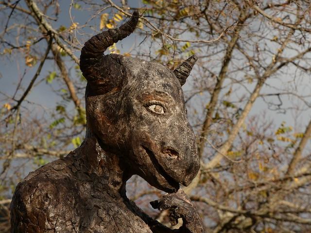 Estatua en el Valle de los Sueños (Sierra Norte de Madrid)