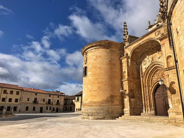 Plaza de Torrelaguna, la cuna del Cardenal Cisneros en la Sierra Norte de Madrid
