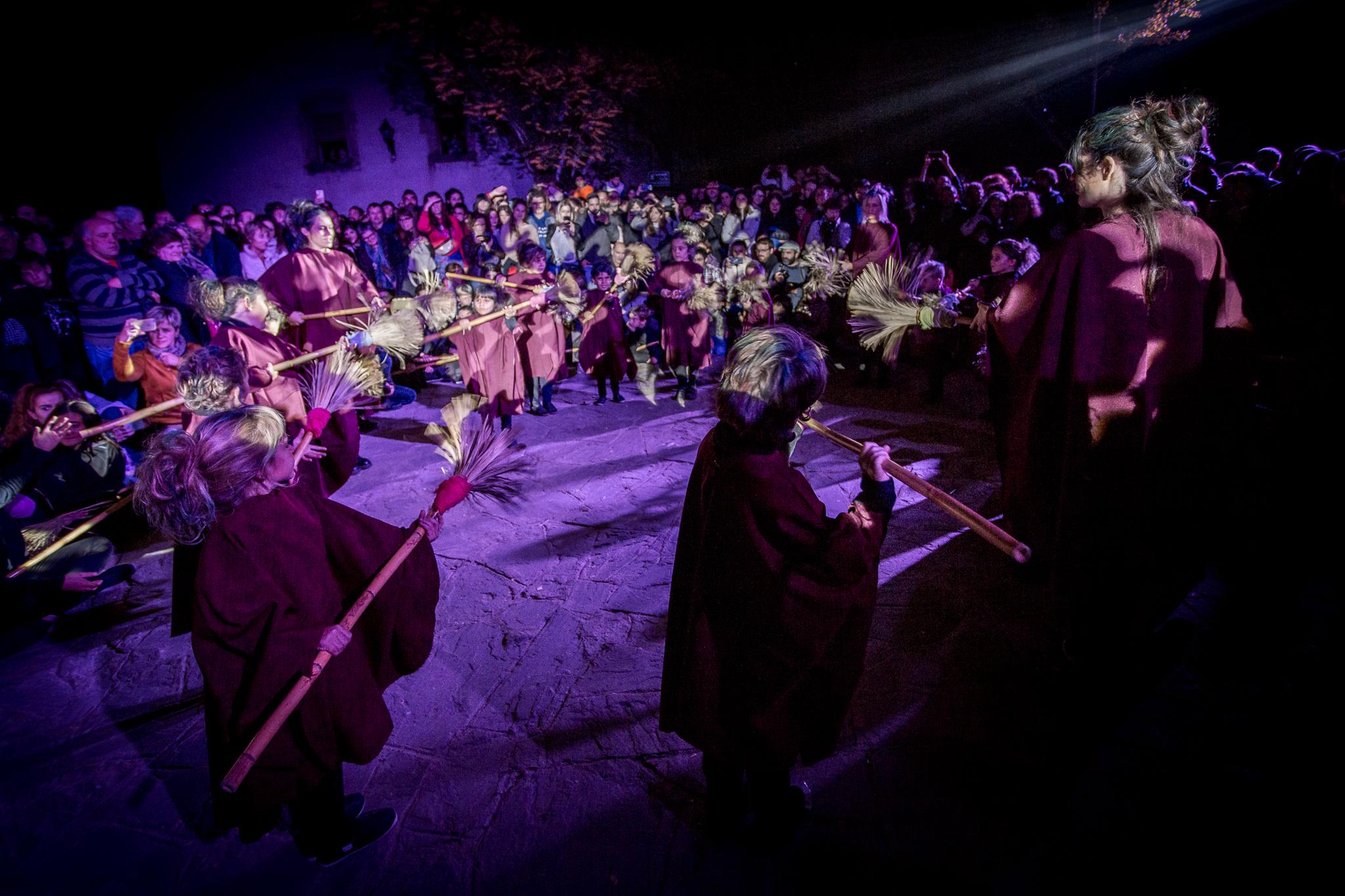 Ball de les Escombres (fotos oficials) - XX Fira de les Bruixes