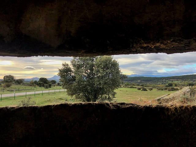 Vista de la Sierra Norte de Madrid desde un búnker en Paredes de Buitrago (Frente del Agua)